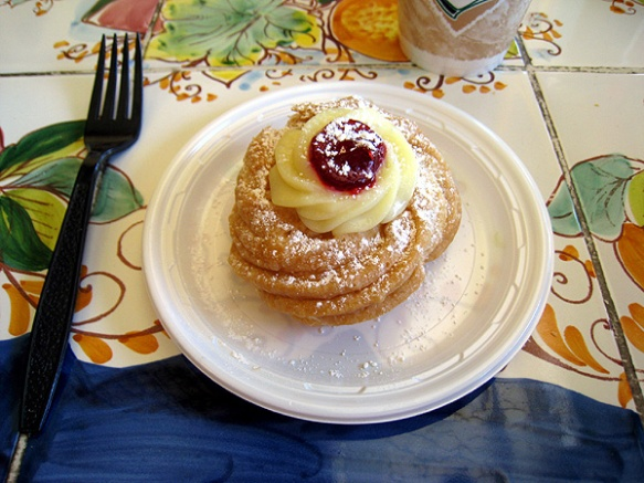 Zeppole di San Giuseppe at Ferrara Original Bakery, Chicago  (Photo copyright 2013 by M.R. Traska)