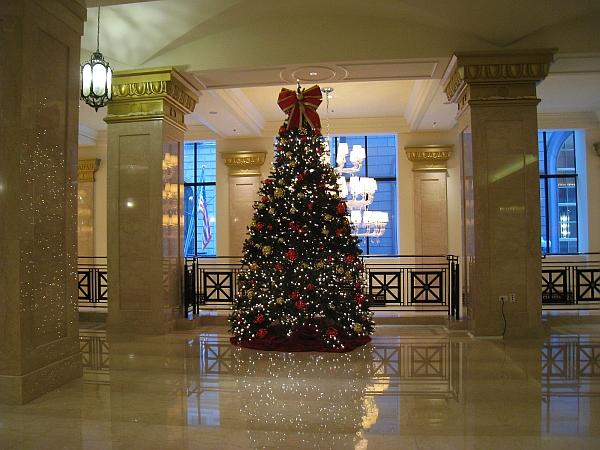 JW Marriott mezzanine 2 Christmas tree – blog (MRTraska) | The ...