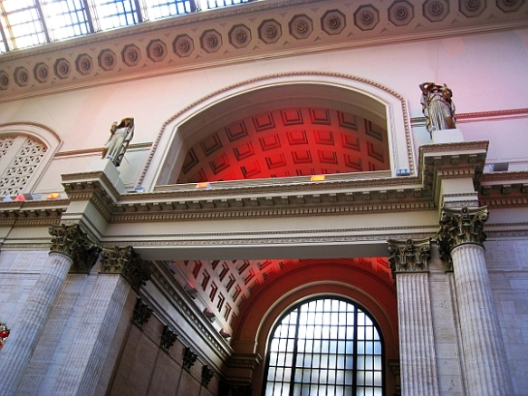 Union Station interior 5 - Night and Day statues, great hall - blog (MRTraska)