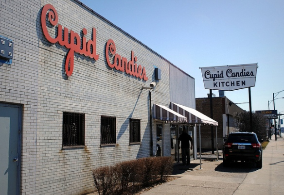 Cupid Candies Kitchen on 74th and Western Avenue, Chicago, IL