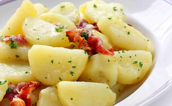 German-style potato salad with bacon and vinegar dressing  (photo courtesy of Wikimedia Commons)