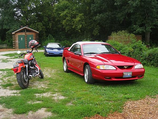 picnic 1 - classic Rt.66 rides - a bike, a 'Vette & a ragtop Mustang - blog (MRTraska)