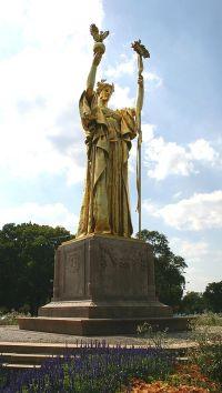 Statue of the Republic, Jackson Park, Chicago (J.Crocker via Wikimedia Commons)