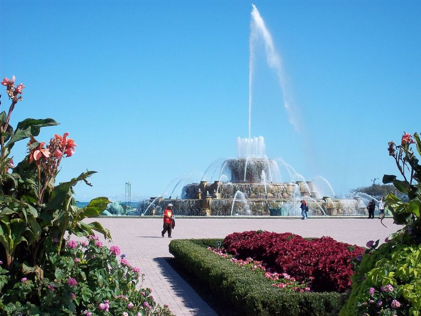 Buckingham Fountain:  get a good look at it now, because you won't see much of it behind all the stages, steel lighting scaffolds and thousands of sweaty, overindulging bodies surrounding it for three days.  (Photo courtesy of Alanscottwalker via Wikimedia Commons)