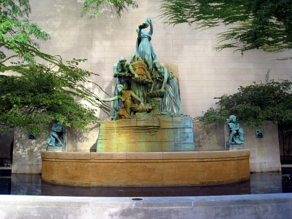 Fountain of the Great Lakes, South Garden, Art Institute of Chicago  (photo copyright 2012 by M.R. Traska; all rights reserved)