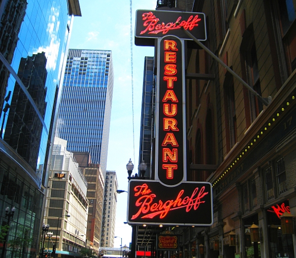 Berghoff's neon sign (MRTraska) - 600px, 150dpi - blog